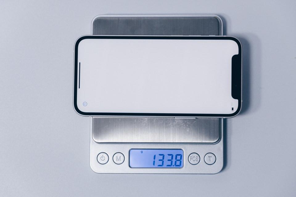 iPhone12 miniの重量