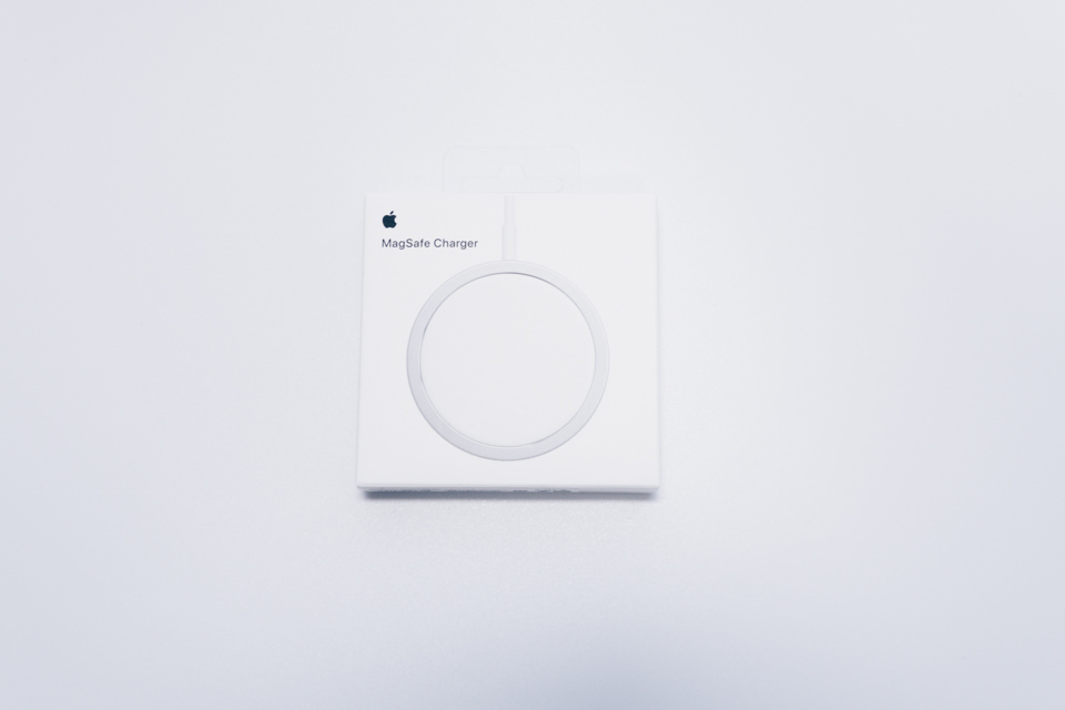 Apple MagSafe Chargerパッケージ表面