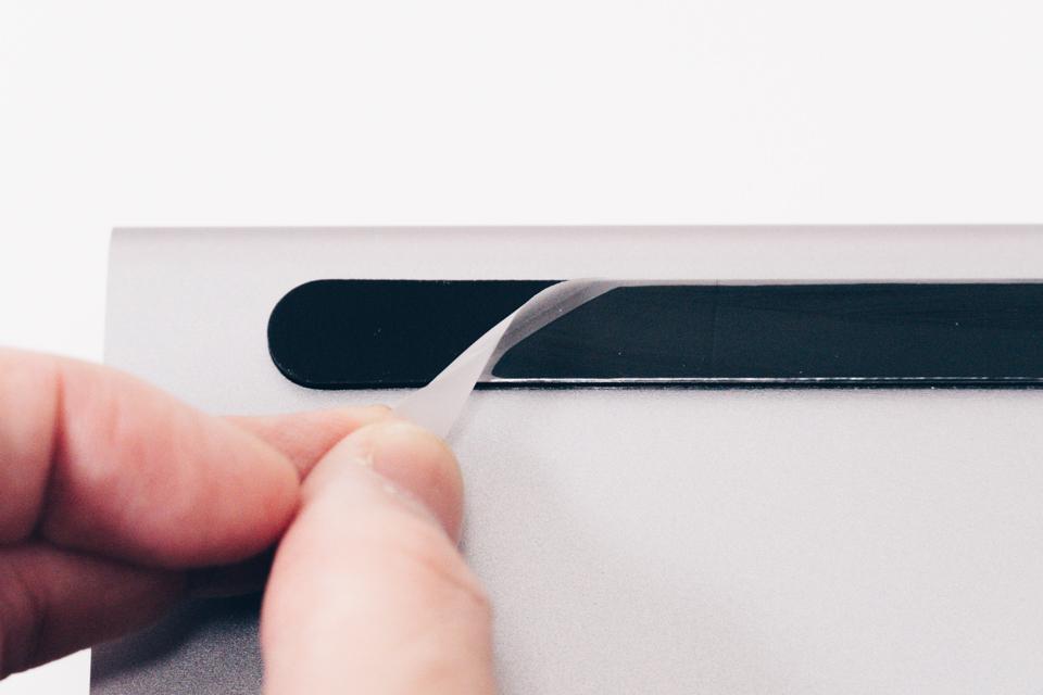 Belkin USB-C 11-in-1マルチポートドックの保護シートを外す