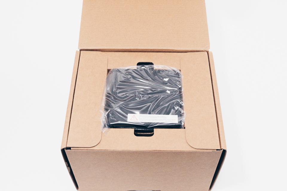 Belkin USB-Cデュアルディスプレイドッキングステーションのパッケージを開封