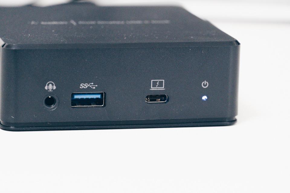 Belkin USB-Cデュアルディスプレイドッキングステーションの電源を入れるとLEDランプが青く光る