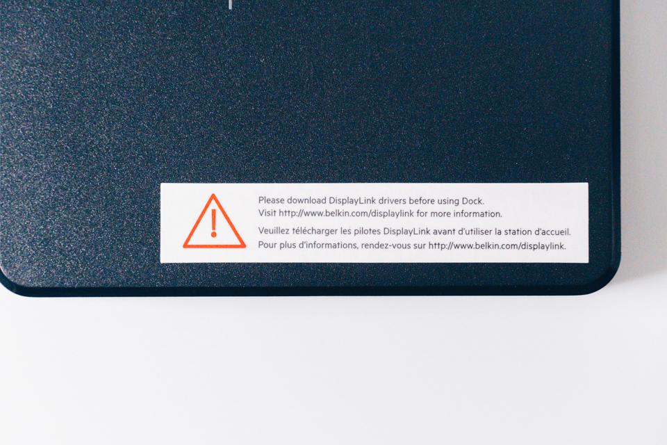 Belkin USB-Cデュアルディスプレイドッキングステーションに貼られている注意書き