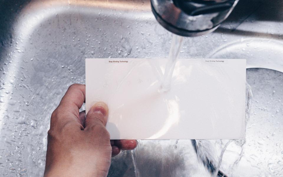 notes by BUTTERFLYBOARDは水洗いで簡単にキレイになる