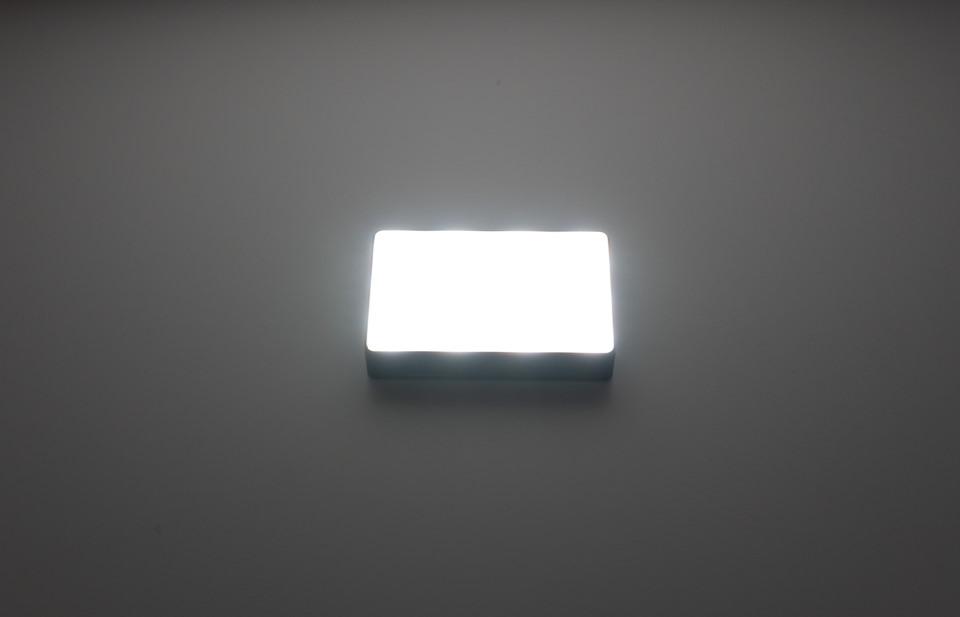 Aputure AL-MC本体の明るさを100%にした様子