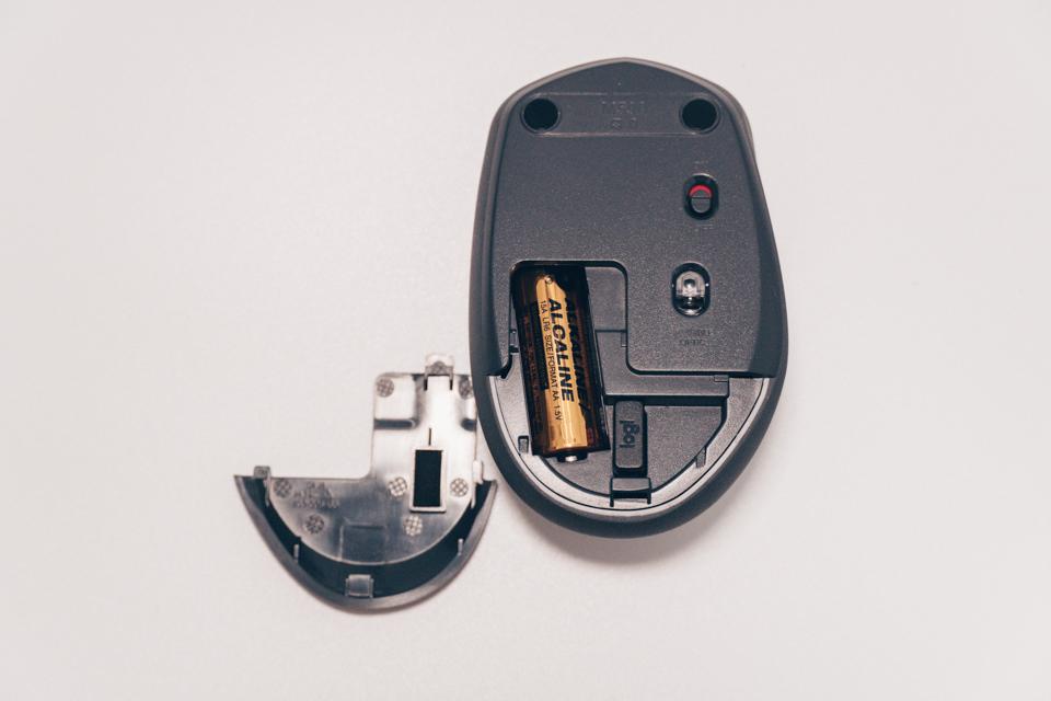 ロジクール M590は単3電池1本で動作