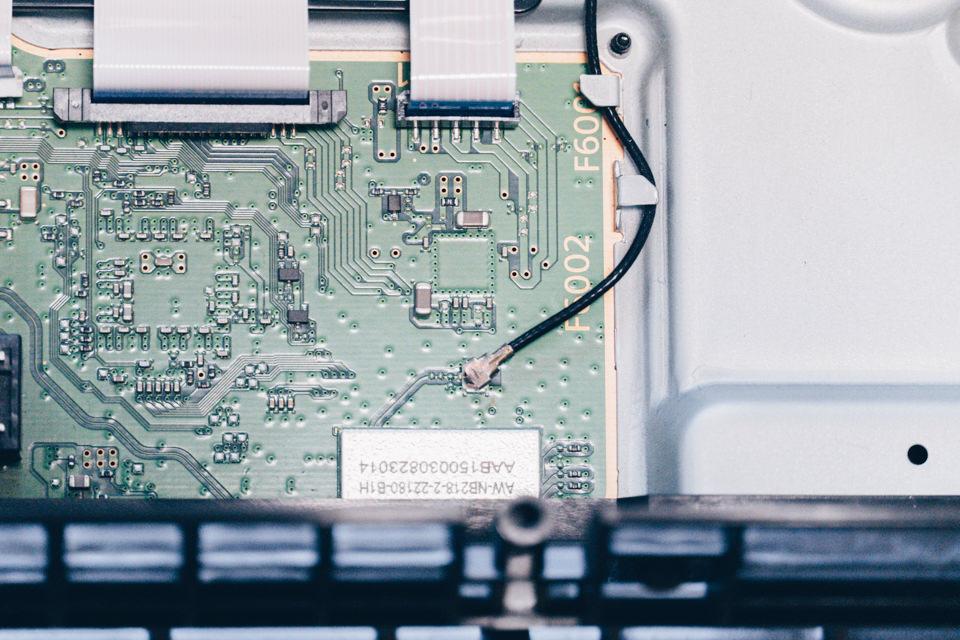 PS4のWi-Fiアンテナを取り外し