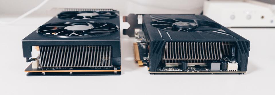 SAPPHIRE PULSE RADEON RX 570 MINI 4Gと玄人志向 RD-RX5700XT-E8GB/DFの厚みを比較