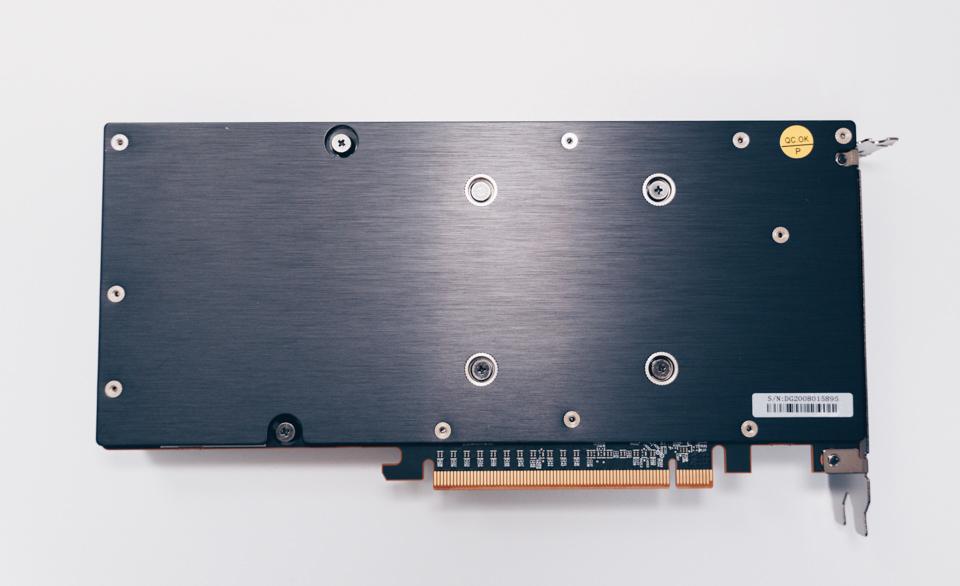玄人志向 RD-RX5700XT-E8GB/DF本体のバックプレート