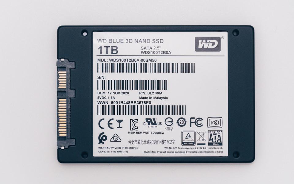 WD Blue 3D NAND SATA WDS100T2B0A本体裏面