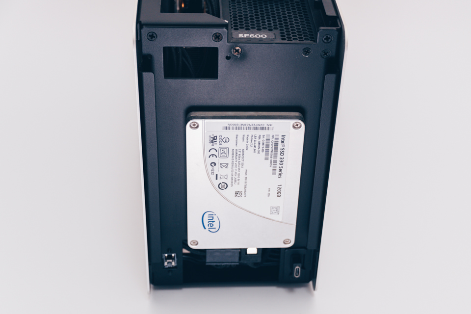 Intel SSD 330シリーズ 120GBを取り外し