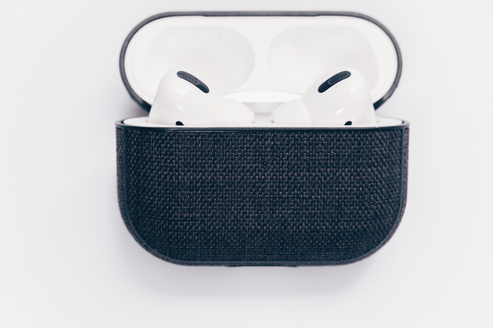 Incase AirPods Pro Case with WoolenexをAirPodsProに取り付けた様子