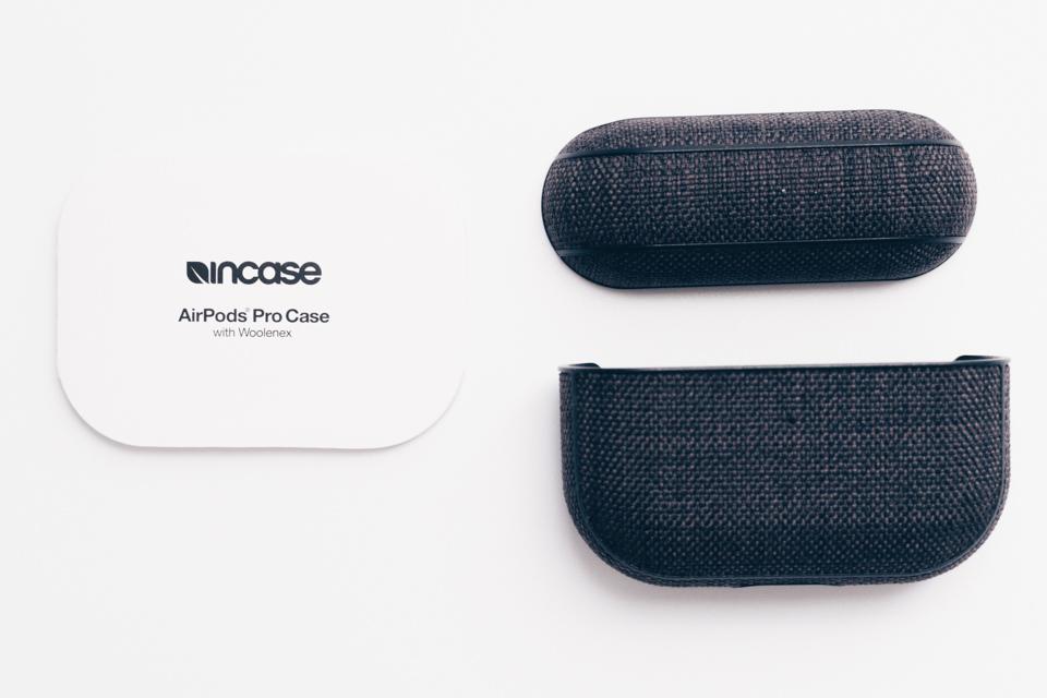 Incase AirPods Pro Case with Woolenexの本体