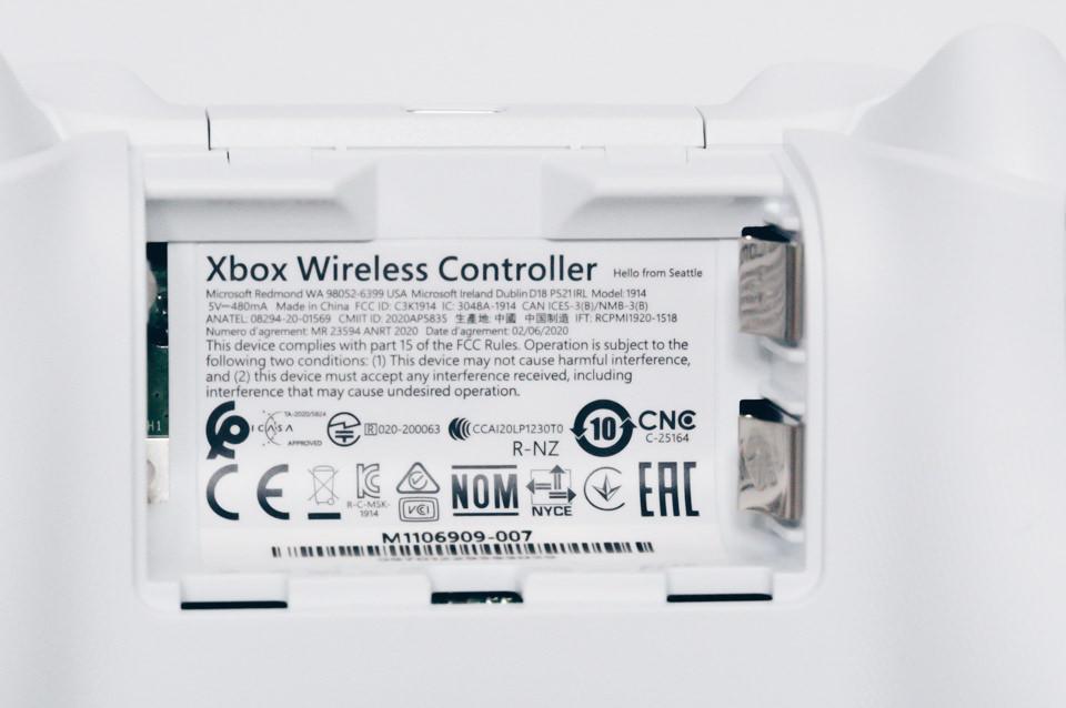 Xbox ワイヤレスコントローラーの電池ソケット