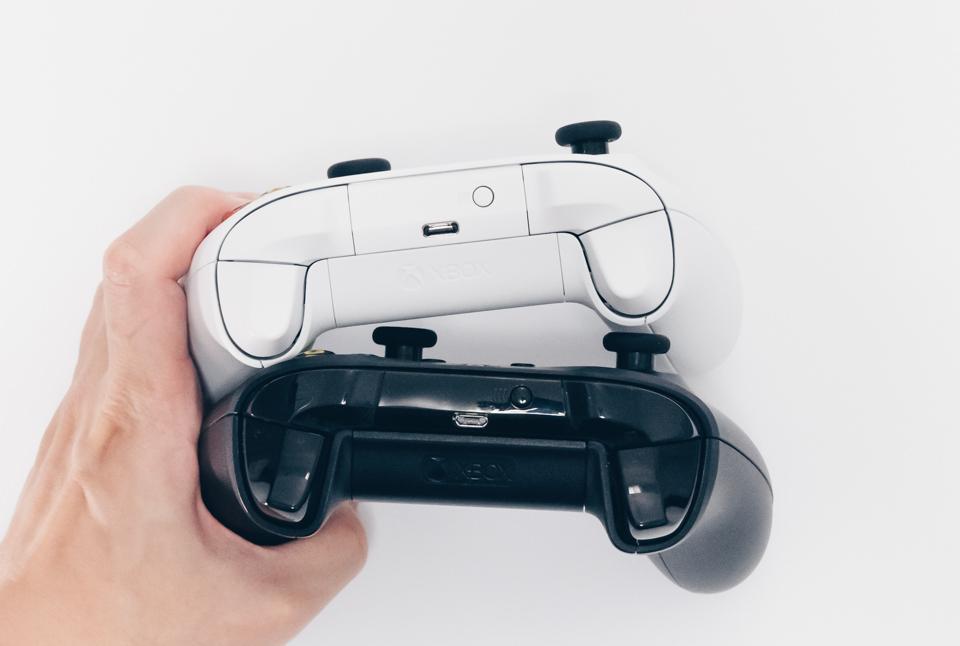 Xbox ワイヤレスコントローラーとXbox OneコントローラーのUSB端子部分
