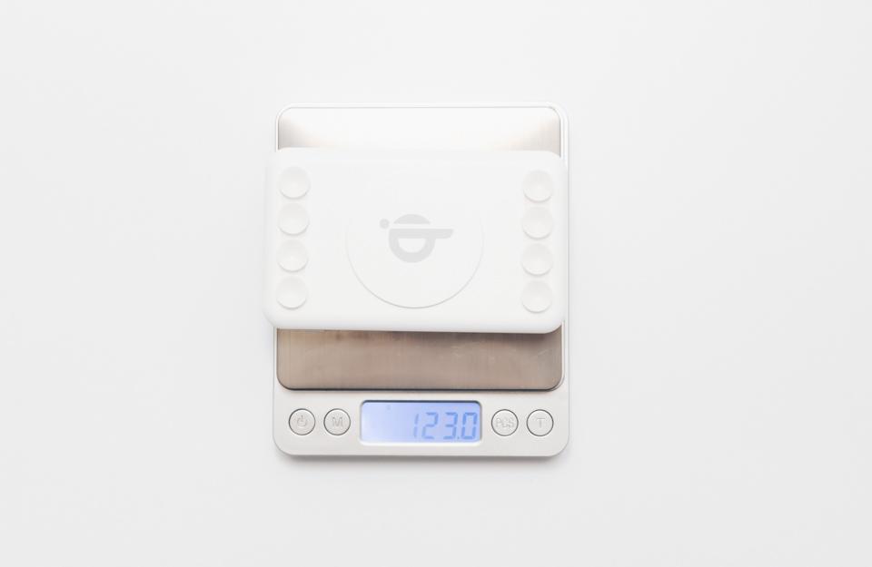 3COINSワイヤレスモバイルバッテリー本体の重量