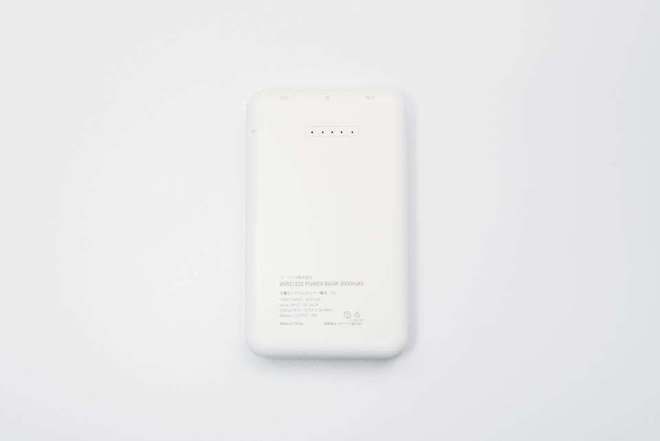 3COINSワイヤレスモバイルバッテリー本体裏面