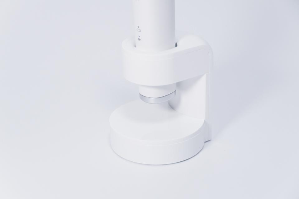 ドルツ音波電動歯ブラシ EW-CDP34の充電スタンドに本体を載せた様子
